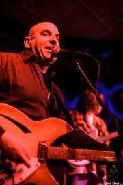 Paul Collins -voz y guitarra- y Luke Healy -bajo- de The Paul Collins Beat, Kafe Antzokia, Bilbao. 2015