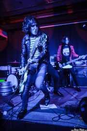 Juan Irazu -guitarra- y Gonzalo Ibáñez -bajo- de Bullet Proof Lovers, Kafe Antzokia, Bilbao. 2015