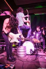 Luiyi Costa -guitarra-, Joseba Arza -batería- y Juan Irazu -guitarra- de Bullet Proof Lovers, Kafe Antzokia, Bilbao. 2015