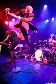 Luiyi Costa -guitarra-, Joseba Arza -batería- y Kurt Baker -voz- de Bullet Proof Lovers, CC Larratxo KE, Donostia / San Sebastián. 2015
