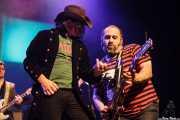 "Mike Farris -voz y guitarra- y Asier ""Indomable"" Domínguez -guitarra- de Mike Farris, Social Antzokia, Basauri. 2015"