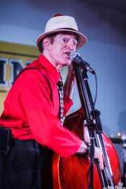 Doc Scanlon, cantante y contrabajista de Doc Scanlon's Swingsters, Gastroswing - Artium, Vitoria-Gasteiz. 2015