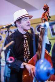 Doc Scanlon, cantante y contrabajista de Doc Scanlon's Swingsters, Gastroswing - Palacio Europa, Vitoria-Gasteiz. 2015