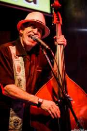 Doc Scanlon, cantante y contrabajista de Doc Scanlon's Swingsters, Gastroswing 2015 - Gora taberna, Vitoria-Gasteiz. 2015