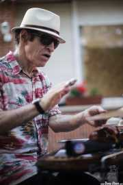 Doc Scanlon, cantante y contrabajista de Doc Scanlon's Swingsters, aquí tocando el washboard, Gastroswing 2015 - RAL Club, Murgía. 2015