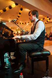Gordon Webster, pianista y cantante de The Gordon Webster Band, Gastroswing - Artium, Vitoria-Gasteiz. 2015