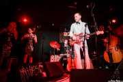 "Maddy Kelly -voz corista-, Memphis Kelly -voz corista-, Johnny Machin -batería-, C.W. Stoneking -voz y guitarra- y Andrew ""The Bear"" Scott -contrabajo- de C.W. Stoneking, Sala Azkena, Bilbao. 2015"
