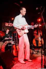 "Johnny Machin -batería-, C.W. Stoneking -voz y guitarra- y Andrew ""The Bear"" Scott -contrabajo- de C.W. Stoneking, Sala Azkena, Bilbao. 2015"