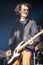 Boris Sujdovic, bajista y cantante de The Dubrovniks, Azkena Rock Festival, Vitoria-Gasteiz. 2015