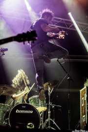 Lee Bains -voz y guitarra- y Blake Williamson -batería- de Lee Bains III & The Glory Fires, Azkena Rock Festival, Vitoria-Gasteiz. 2015