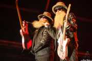 Dusty Hill -bajo y voz- y Billy Gibbons -guitarra y voz- de ZZ Top, Azkena Rock Festival, Vitoria-Gasteiz. 2015