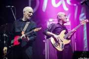 Wilko Johnson -voz y guitarra- y Norman Watt-Roy -bajo- de Wilko Johnson Band, BluesCazorla - Plaza de toros, Cazorla. 2015