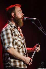 Dustin Arbuckle, cantante, armonicista y bajista de Moreland & Arbuckle, BluesCazorla - Plaza de toros, Cazorla. 2015