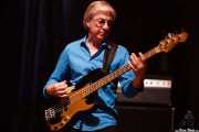 Dave Ranson, bajista y ukelele-bass de John Hiatt & The Combo, BluesCazorla - Plaza de toros, Cazorla. 2015
