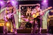 Eric Sardinas -voz y guitarra resofónica-, Demi Lee Solorio -batería- y Levell Price -bajo- de Eric Sardinas & Big Motor, Getxo & Blues - Pza. Biotz alai, Getxo. 2015