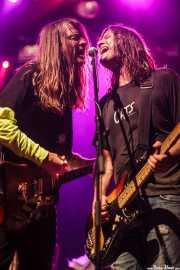 Jeff McDonald -voz y guitarra- y Steven McDonald -bajo y voz- de Redd Kross, Kafe Antzokia, Bilbao. 2015