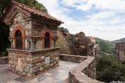 Escaleras de acceso al Monasterio del Gran Meteoro (Megálo Metéoro) (s.XIV); Monasterio de Varlaam (s.XVI) al fondo (24/09/2015)
