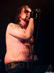 """Hans Erik Dyvik Husby """"Hank von Helvete"""", cantante de Turbonegro (Sala Jam, Bergara, 2003)"""