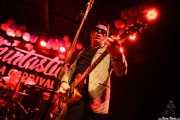 Mr. Bratto -guitarra- y Von Hoks -batería- de Los Ass-Draggers, Funtastic Dracula Carnival, Benidorm. 2015