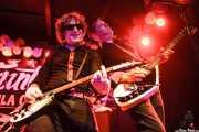 """Evan """"Muck"""" Shore -voz y guitarra- y Pedro Mire -guitarra- de Muck & The Mires, Funtastic Dracula Carnival, Benidorm. 2015"""