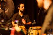 Pedro Martínez, percusionista de Mike James Kirkland, Kafe Antzokia, Bilbao. 2015