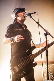 Dave Tregunna, bajista de The Crunch, Kafe Antzokia, Bilbao. 2015