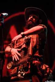 Ryan Koenig, banjista, armonicista, mandolinista y Washboard de Pokey LaFarge, BIME festival, Barakaldo. 2015