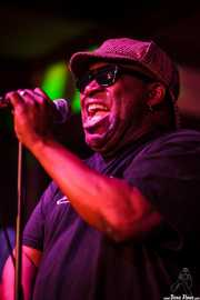 Barrence Whitfield, cantante de Barrence Whitfield & The Savages, Kafe Antzokia, Bilbao. 2015