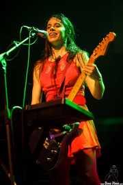Teri Gender Bender, cantante, guitarrista y teclista de Le Butcherettes, Kafe Antzokia, Bilbao. 2015