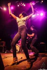 Nikki Hill -voz- y Ed Strohsahl -bajo- de Nikki Hill, Kafe Antzokia, Bilbao. 2015