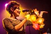 Emanuela Hutter, cantante y guitarrista de The Hillbilly Moon Explosion, Kafe Antzokia, Bilbao. 2015