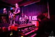 Montxo Gómez -voz y guitarra-, Carl Sheaver -bajo-, Guillermo Hormaechea -guitarra-, Jorge Hernández -batería- y Joseba Gotxi -órgano- de Los Fastuosos de la Ribera, Kafe Antzokia, Bilbao. 2015