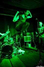 Screamin' George -voz- y James Hustler -guitarra- de Screamin' George & The Hustlers, Kafe Antzokia, Bilbao. 2015