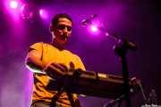 Aarón Diaz, percusionista, teclista y bajista de Perro, Kafe Antzokia, Bilbao. 2015