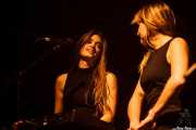 Lore Billelabeitia -bajo, teclado y voz- y Cristina Lizarraga -voz y teclado- de Belako, Kafe Antzokia, Bilbao. 2015
