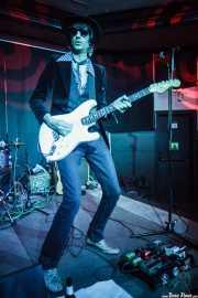 Manu Gastado, guitarrista de Los Tupper (Kafe Antzokia, Bilbao)
