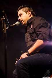 Igor Martínez, cantante y cajón de Santiago Delgado y los Runaway Lovers (Santana 27, Bilbao, 2015)