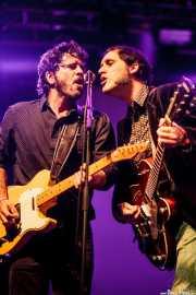 Pit Idoyaga -guitarra y voz- y Alfredo Niharra -guitarra y voz- de The Fakeband (Santana 27, Bilbao, 2015)