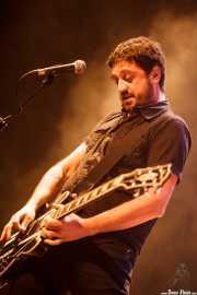 Iván Barrio, cantante y guitarrista de Los Cosméticos (Kafe Antzokia, Bilbao, 2016)