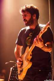 Pit Idoyaga, cantante y guitarrista de La Costa Oeste (Kafe Antzokia, Bilbao, 2016)