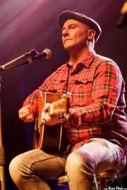 Peter Abels, cantante y guitarrista de La Costa Oeste (Kafe Antzokia, Bilbao, 2016)