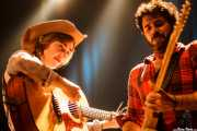 Margo Cilker -voz y guitarra- y Pit Idoyaga -guitarra- de Margo Cilker & The Drunken Angels (Kafe Antzokia, Bilbao, 2016)