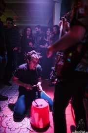 Andrés Palmero, cantante y baterista de Ukelele Zombies (La Nube Café Teatro, Bilbao, 2016)