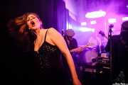 Hayley Red -voz-, Yvan Serrano-Fontova -guitarra-, Eric Frajria -batería- y Devid Dell'Aiera -bajo- de The Dustaphonics (La Nube Café Teatro, Bilbao, 2016)