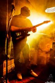 Yvan Serrano-Fontova, guitarrista de The Dustaphonics (La Nube Café Teatro, Bilbao, 2016)