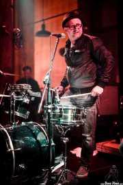 Mr. Wolf, cantante y baterista de WolfWolf (Hika Ateneo, Bilbao, 2016)