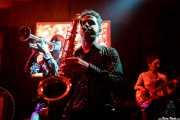 Tina Swasey -voz y trompeta-, Kieran Ridgers -saxo- y Ylenia Tilli -bajo- de Oh! Gunquit (Hika Ateneo, Bilbao, 2016)