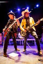 Sylvain Sylvain -voz y guitarra- y Steve Klasson -guitarra- de Sylvain Sylvain and the Trash Cowboys (Bilborock, Bilbao, 2016)