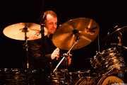 Dylan Howe, baterista de Wilko Johnson Band (Teatro Victoria Eugenia Antzokia, Donostia / San Sebastián, 2016)