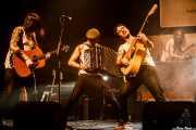 """Adán Ruiz Román """"R&R"""" -guitarra y mandolina-, Joselito Maravillas """"El reverendo del blues"""" -acordeón-, David Ruiz -voz y guitarra- y Jacobo Naya -banjo y teclado- de La Maravillosa Orquesta del Alcohol (La M.O.D.A.) (Social Antzokia, Basauri, 2016)"""